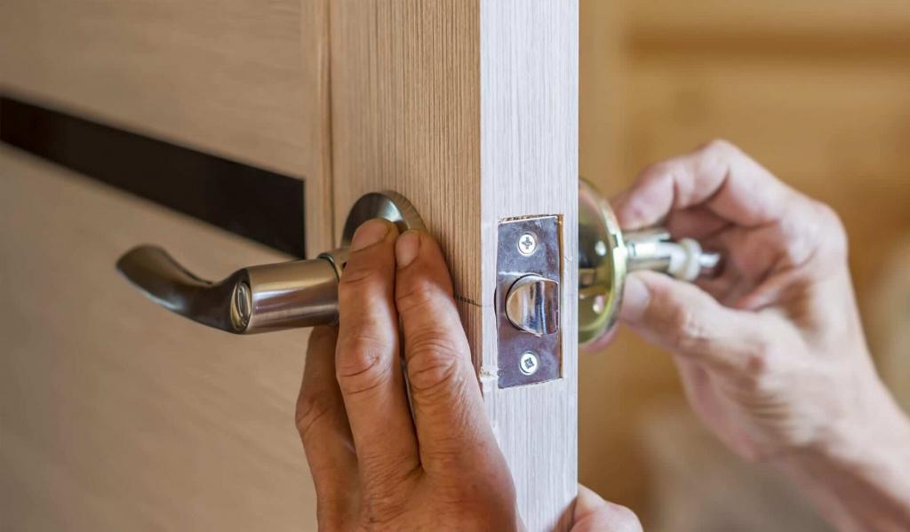 ustanovka-dvernyh-ruchek.jpg